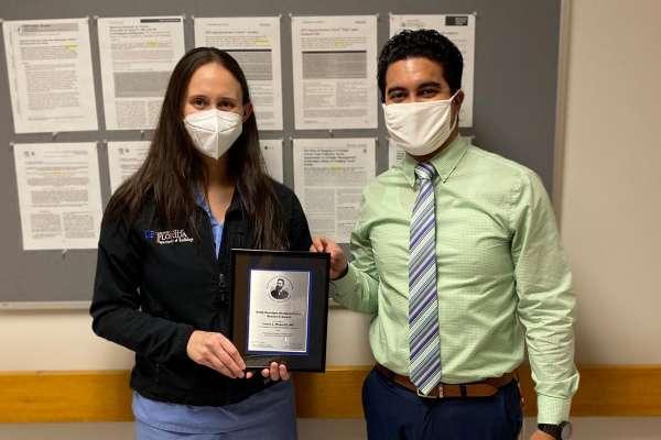 Doctor Laura Magnelli receives Roentgen award from Doctor Joseph Grajo